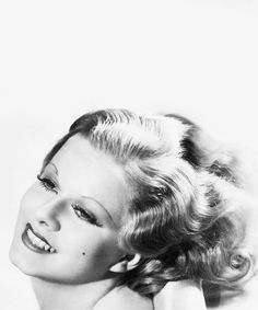 Jean Harlow's hair, you've just gotta love it! Hooray For Hollywood, Golden Age Of Hollywood, Classic Hollywood, Old Hollywood, Baby Jeans, Jean Harlow, Vintage Vogue, Vintage Ladies, High Society