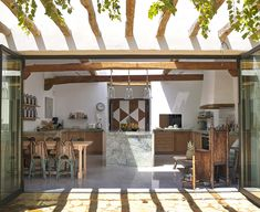 More modern and less colorful take on the Tropical style kitchen [From: blakstad Ibiza] Tropical Kitchen, Modern Tropical, Tropical Style, Tropical Houses, Outdoor Kitchen Design, Interior Design Kitchen, Kitchen Designs, Kitchen Ideas, Ibiza