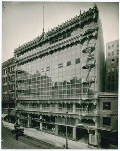 The Hallidie Building  |  San Francisco, CA - Willis Polk (1917). This relatively low building, ignored by most historians, featured a curtain wall many years before it came into common usage.