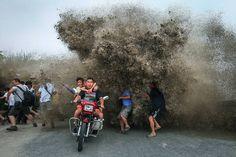 Hangzhou-Cina-l'onda-di-marea-del-fiume-Qiantang-08.jpg (992×661)