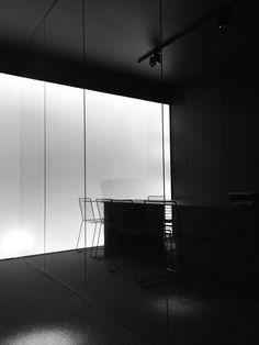 Z A M E K _D E S I G N_Minimal black&white conference room
