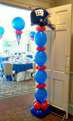 Aaron's Bar Mitzvah is a great example of how to decorate your party with a Giants Football Theme creatively and beautifully with balloon decorations! Including balloon centerpieces, name arch, escort seating card table, and balloon columns. Football Banquet, Football Themes, Snacks Für Party, Party Games, Balloon Decorations Party, Balloon Centerpieces, Decoration Party, Football Balloons, Bar Mitzvah Party
