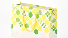 Self Packaging, Packaging Design, Japanese Patterns, Japanese Design, Paper Carrier Bags, Kraft Bag, Fruit Box, Japanese Sweet, Mooncake