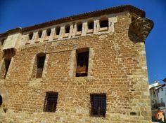 El Palacio de Baells, se trata de un magnífico ejemplo de arquitectura renacentista de casa señorial o palacio fortificado de la nobleza, datado en el siglo XVI.Palacio de Baells