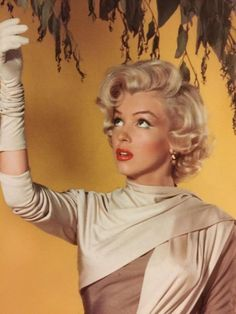 's Marilyn❤️Monroe💋💄 images from the web Estilo Marilyn Monroe, Marilyn Monroe Photos, Marylin Monroe, Marilyn Monroe Haircut, Marilyn Monroe Hairstyles, Marilyn Monroe Style, Marilyn Monroe Makeup, Marilyn Monroe Movies, Hollywood Glamour