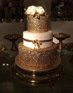 Gold and white and cream dazzling palette for a wedding cake Elegant Wedding Cakes, Beautiful Wedding Cakes, Wedding Cake Designs, Beautiful Cakes, Amazing Cakes, Sweet 16 Birthday Cake, 18th Birthday Cake, Pretty Cakes, Cute Cakes