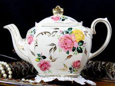 Sadler Cube Tea Pot, Beautiful Roses Motif, Vintage Teapot 12804