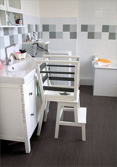 Ikea Hack: Our self-built learning tower / learning tower (Ms. Shopping) Ikea Hack: Our self-built learning tower / learning towe Ikea Hack Kids, Hacks Ikea, Ikea Hack Learning Tower, Maila, Ikea Chair, Furniture Ads, Luxury Furniture, Diy Kitchen, Kitchen Racks