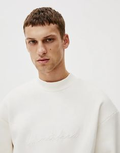 """White long sleeve sweatshirt with an embroidered """"Identified"""" slogan on the front and high neck. Pull & Bear, White Long Sleeve, Sweatshirts, Sleeves, Mens Tops, T Shirt, Fashion Design, Supreme T Shirt, Tee Shirt"""