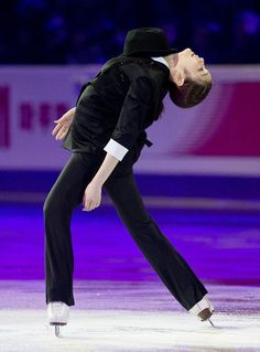 2013 World Figure Skating Championships in London, Ontario. GALA show - 1 2010 Winter Olympics, Kim Yuna, Figure Skating Costumes, World Figure Skating Championships, Olympic Champion, Ice Queen, Ice Skating, Skate, The Incredibles