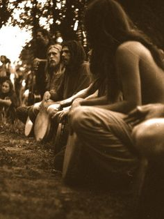 "Very cool ""tribal"" drum circle Hippie Vibes, Hippie Love, Hakuna Matata, Chillout Zone, Rainbow Gathering, Rainbow Family, Hippie Culture, Age Of Aquarius, Folk"