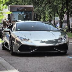 Chrome Huracan LP610-4 Follow @GentlemansCreed Follow @GentlemansCreed S Freshly Uploaded To www.MadWhips.com Photo by @staeldo_carspotting