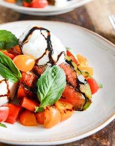 I just had my first savory watermelon salad last month fell in love this looks perfect honey grilled watermelon caprese salads from Jan Howard Sweet Eats Grilled Watermelon, Watermelon Salad, Watermelon Recipes, Orzo Salat, Brunch, Cheese Tasting, How Sweet Eats, Caprese Salad, Tomato Caprese