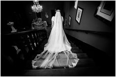 Tolles Hochzeitskleid mit langem Schleier im Schloss Eldingen in der Nähe von Celle. Marriage Anniversary, Wedding Bride, Laid Back Wedding, Wedding In A Church, Civil Wedding, Veils, Wedding Cakes
