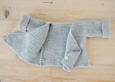 wickeljäckchen für kleine erdengäste (ulma) – knitting sweaters for kids Baby Cardigan, Cardigan Bebe, Baby Vest, Poncho Sweater, Kimono Diy, Baby Kimono, Poncho Au Crochet, Crochet Baby, Knit Crochet