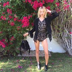 Las botas por los tobillos son indispensables para este look:   32 Lecciones de moda que nos dejó Coachella 2015