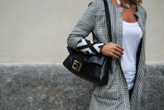 Fendi maxi Baguette & Fendi coat with a simple white t-shirt Fendi Coat, Vintage Bag, White T, Baguette, Amp, Simple, Casual, T Shirt, Outfits
