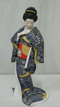 Japanese porcelin geisha statue with japanese character signature on bottom