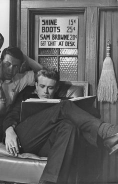 James Dean Behind the scenes Rebel without a cause Hollywood Actor, Classic Hollywood, Old Hollywood, Hollywood Style, Hollywood Glamour, Indiana, James Dean Photos, Rebel Without A Cause, East Of Eden