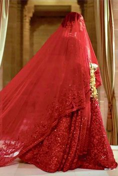 I bet all of you at some point of time have wondered what is Priyanka Chopra Sabyasachi Lehenga Cost? Well, in this post, I tell you exactly that. Indian Lehenga, Sabyasachi Wedding Lehenga, Red Wedding Lehenga, White Wedding Gowns, Red Lehenga, Bridal Lehenga, Anarkali, Indian Bridal Outfits, Indian Dresses