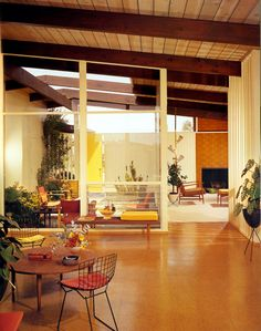 Mid-Century Modern Freak : Photo