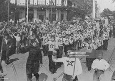 Spain - 1937. - GC - Communist youth march in Madrid