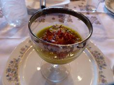 Chupito de champiñones con crema de verduras y virutas de jamón. Ver receta: http://www.mis-recetas.org/recetas/show/42278-chupito-de-champinones-con-crema-de-verduras-y-virutas-de-jamon