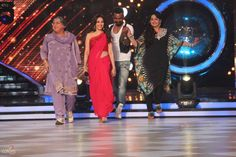 Jhalak had some 'Bin bulaaye mehmaan' on the show this week, dadi and Pinky bua, who tried their best to bribe the judges make Palak win. #JDJ #JDJFever #JhalakDikkhlaJaa