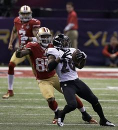 Baltimore Ravens safety Ed Reed (20) returns an interception on a pass from San Francisco 49ers quarterback Colin Kaepernick in front of tight end Vernon Davis (85) during the first half of the NFL Super Bowl XLVII football game, Sunday, Feb. 3, 2013, in New Orleans. (AP Photo/Elise Amendola)