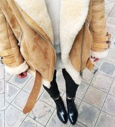 Image about fashion in fall? by Vogue on We Heart It : Street style: Brown fluffy jacket is warm for autumn / winter. Looks chic paired with black ripped skinny jeans and boots Looks Chic, Looks Style, Fall Winter Outfits, Autumn Winter Fashion, Fall Fashion, Winter Style, Catwalk Fashion, Casual Winter, Looks Pinterest