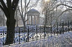 HANNOVER Herrenhausen im Schnee royal gardens hanover germany Royal Garden, Abstract Landscape, Landscapes, Sidewalk, Germany, Seasons, World, Photos, Hannover
