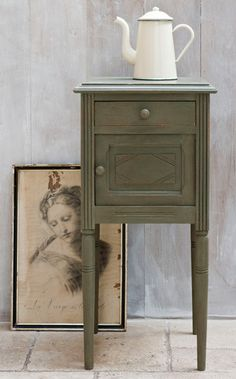 This gorgeous colour is Olive, one of the 30 colours in the Chalk Paint™ range of decorative paints by Annie Sloan. You can learn how to use this range to repaint your own furniture (and so much more) at one of our Workshops, held in the Puce and Co. shop in Normandy.