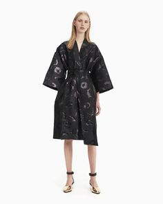 The Korpi coat dress in the festive Unikko pattern is woven with a jacquard technique. The kimono-style button-up dress has a concealed snap button list, a wide detachable belt and side seam pockets.Marimekko's famous poppy pattern Unikko was Kimono Style Dress, Coat Dress, Kimono Fashion, Black Kimono, Dress Black, Normal Body, Poppy Pattern, Button Up Dress, Marimekko