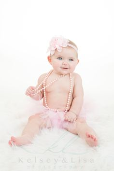 New Baby Photoshoot Girl 6 Months Photo Shoots 38 Ideas Baby Girl Pictures, Newborn Pictures, Baby Food Combinations, Girl Background, 6 Month Old Baby, Girl Photo Shoots, Baby Poses, Baby Clothes Patterns, Baby Cartoon
