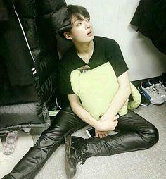 """Taehyung texts his biggest anti-fanboy """" top - taehyung. Jungkook Cute, Bts Bangtan Boy, Bts Jungkook, Jung Kook, K Pop, Seoul, Taehyung, Summer Boy, Jeon Jeongguk"""