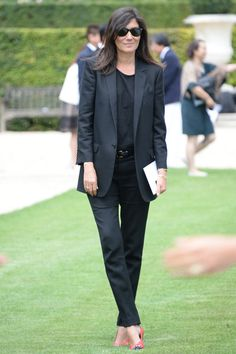 Emmanuelle Alt at front row Christian Dior fall 2014 Couture Minimal Fashion, Work Fashion, I Love Fashion, Winter Fashion, Fashion Design, Fashion Ideas, Womens Fashion, Vogue Paris, Emmanuelle Alt Style