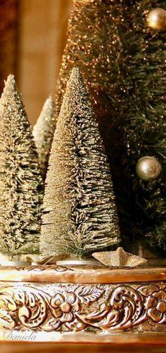 Elegant Christmas, Gold Christmas, Christmas Colors, Beautiful Christmas, Christmas Lights, Christmas Ornaments, Christmas Trees, Christmas Decor, Christmas Trimmings