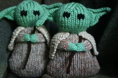 Knitted Yoda? Love this my son would. I could totally just wing it.