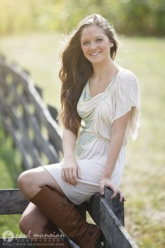 Girls senior pictures pose ideas - Grosse Pointe Senior Pictures Photographer