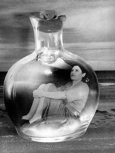 Grete Stern (Alemania 1904 - BsAs 1999): Botella en el mar, 1950. Los suennos sobre las inhibiciones