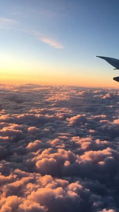 HD wallpaper Cooper Copii: Most beautiful nature wallpaper for everyone Pretty Sky, Beautiful Sky, Airplane Photography, Nature Photography, Airplane Window View, Flipagram Instagram, Sunset Wallpaper, Nature Wallpaper, Iphone Wallpaper