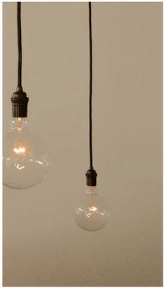 Single pendant bulb in black