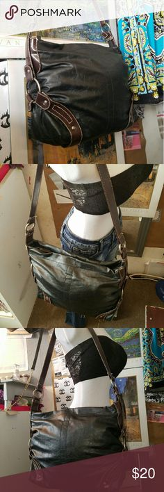 Mondo black and brown hobo bag An excellent like new condition Mondo black and brown hobo bag goes with pretty much every outfit with this black and brown contrast of colors mondo Bags Hobos