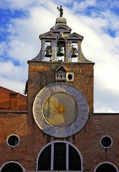 The 24 hour clock on the church of San Giacomo di Rialto in Venice