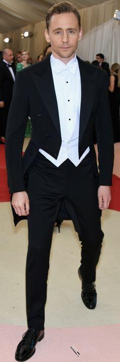Tom Hiddleston Joins Co-Star Elizabeth Debicki at Met Gala 2016 Thomas William Hiddleston, Tom Hiddleston Loki, Marvel Games, Elizabeth Debicki, Dapper Gentleman, Costume Institute, Chris Hemsworth, Percy Jackson, Perfect Man