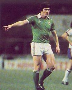 Pat Rice (Northern Ireland, 1968–1979, 49 caps, 0 goal) Retro Football, Football Kits, Football Players, Northern Ireland Fc, Old Boys, Arsenal, Irish, Goal, Legends