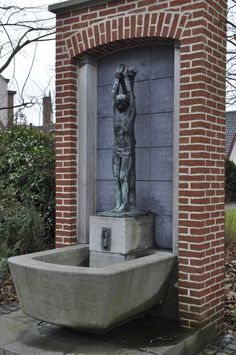 Geo Verbanck & architect Edgard Henri Lelubre. A. Depoortereplein Ronse. This monument is a symbol of all members of the Guild of Saint Sebastian that died for their country.