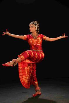 İndia d India danc Dance Dance iiiii Folk Dance, Dance Music, Dancing Drawings, Indian Classical Dance, Dance World, Bollywood, Dance Poses, Dance Fashion, Dance Pictures