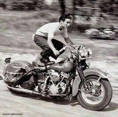 Harley Davidson News – Harley Davidson Bike Pics Classic Harley Davidson, Vintage Harley Davidson, Harley Davidson News, Harley Davidson Motorcycles, Harley Panhead, Antique Motorcycles, Motorcycle Art, Women Motorcycle, Motorcycle Garage