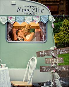 #photobooth #brideandgroom #irishwedding #vintage #caravan